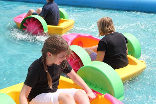 Kinderboot mit Schaufelradantrieb (aB)